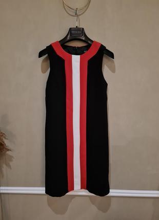 Акцентное красивое платье плаття