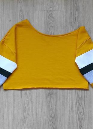 Укороченный свитшот / кроп топ с ассиметричным плечом
