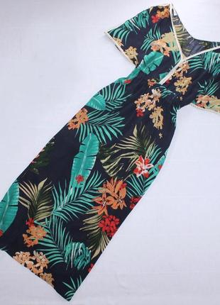 Пляжное платье со свободными рукавами приталенное длинное в тропический притн