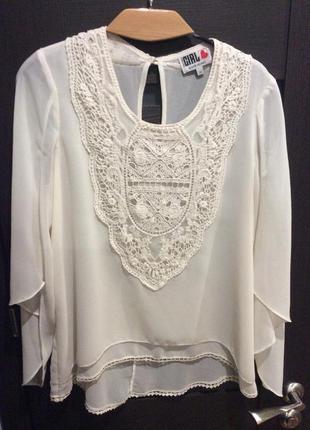 Блуза нарядная с гипюром