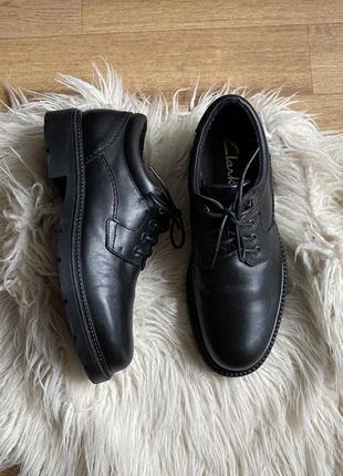 Натур. кожаные стильные туфли дерби clarks