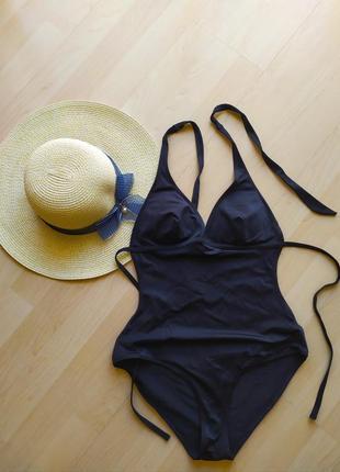 Сдельный черный купальник  моделирующий талию h&m