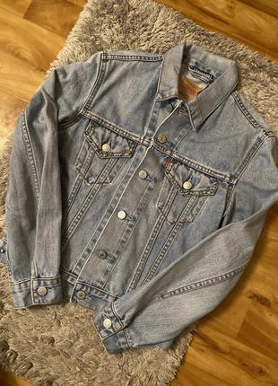 Курточка джинсовая levis