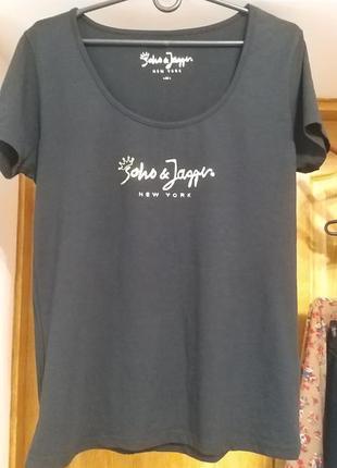 Брендовая,черная футболка с принтом