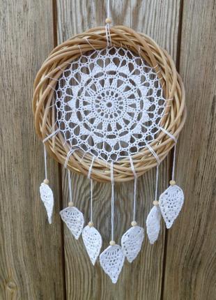 Белый ловец снов с перьями макраме