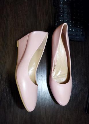 Новые красивые туфли