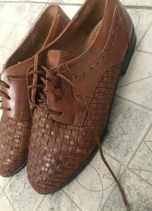 Классические туфли с плетённым носком