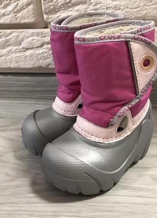 Утеплённые сапожки для девочки crocs