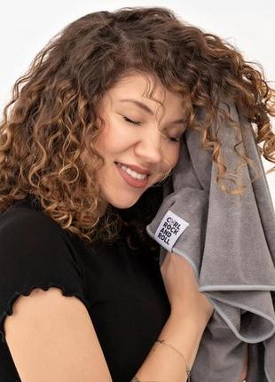 Полотенчик для кудрявых волос из нежной микрофибры, серый