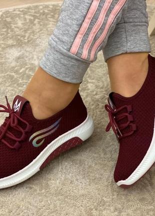Женские кроссовки. бордовые