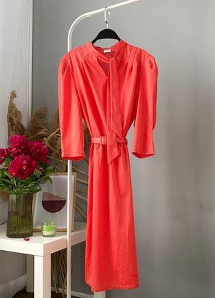 Винтажное платье миди с поясом и рукавами пуфферами