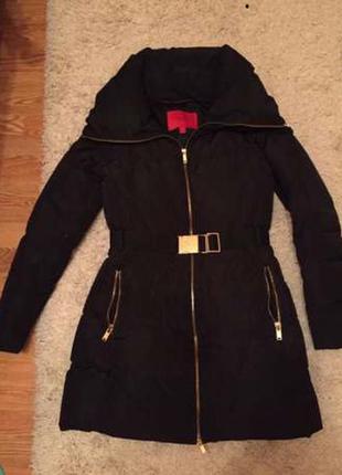 Теплый и комфортный пальто пуховик mango