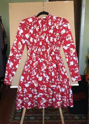 Платье с цветочным принтом на резинке