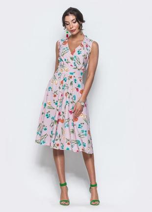 Платье в цветочный принт на запах стиль винтаж ,v вирез