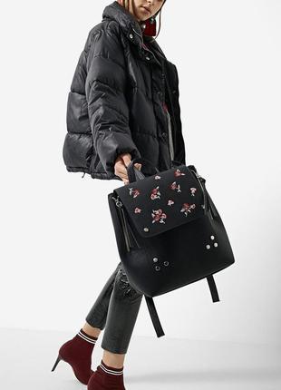 Новый рюкзак с красивой вышивкой stradivarius
