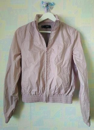 Летняя курточка ветровка бомпер куртка с капюшоном пудровая плащевка mango