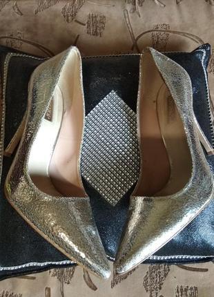 Классные модные серебристые туфли лодочки