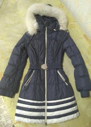 Очень теплая зимняя куртка с пышным искуственным мехом