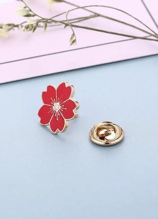 Классный пин красный цветок брошка квітка шпилька брошь золотистая маленькая