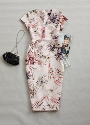 Шикарнейшее невероятно красивое платье футляр в цветах