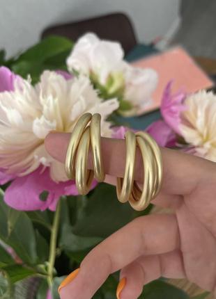 Красивые серьги кольца тройные тренд