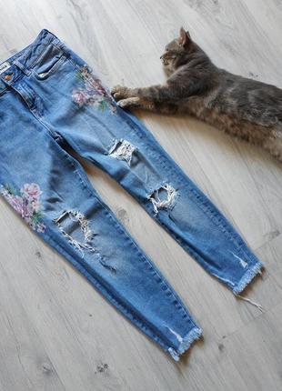 Трендовые женские джинсы