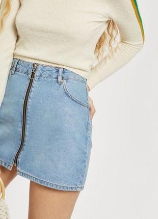 Маленькая джинсовая юбка на молнии