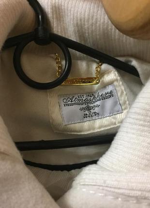 Фирменное пальто белого цвета размер 122