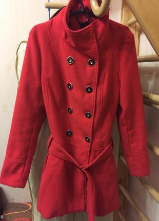 Фирменное красное пальто под пояс размер 12