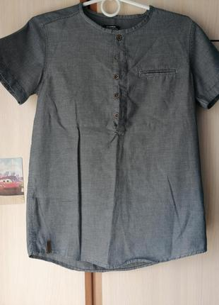Стильная рубашка с нестандартный горловиной
