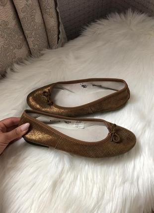 Кожаные золотистые балетки туфли на низком ходу италия итальянские 36 размер