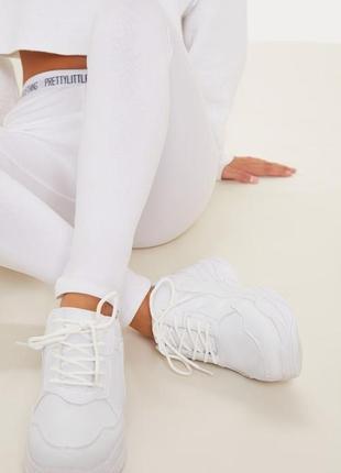 Белые кроссовки на платформе2 фото