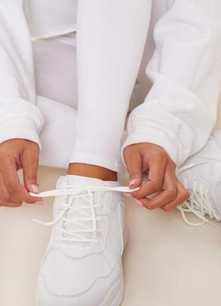 Белые кроссовки на платформе3 фото
