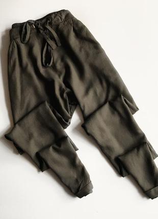 Лёгкие классные штаны /брюки цвета хаки atm