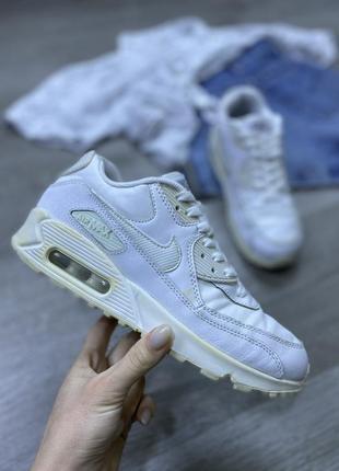 Актуальные белоснежные кроссовки nike air max