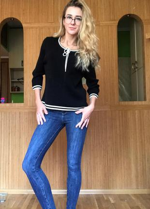 Черная кофточка, пуловер, тонкий свитер с белым бантиком