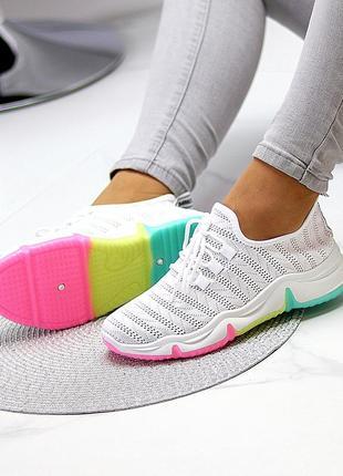 Стильные, дышащие, белые кроссовки из обувного текстиля