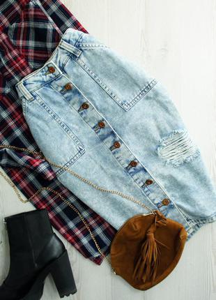 Крутейшая джинсовая юбка карандаш на пуговичках с рванностями denim