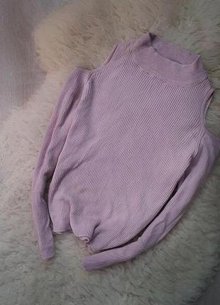 Свитер кофта в рубчик с открытыми плечами грязно розового цвета
