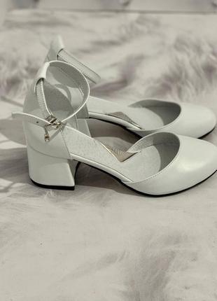 Кожаные туфли круглый носик на каблуке