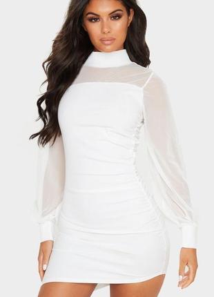 Красивое нарядное белое платье