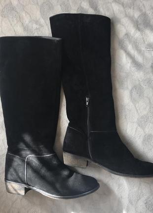 Модные замшевые сапоги до колен