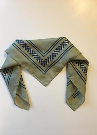 Шейный шелковый платок 42*42