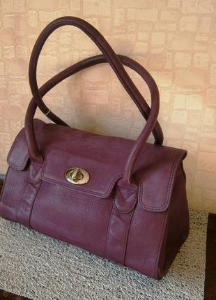 Красивая, стильная сумка из натуральной кожи. tommy & kate