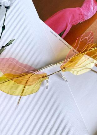 Розовые-жёлтые очки в форме бабочка на рейв пластиковые женские