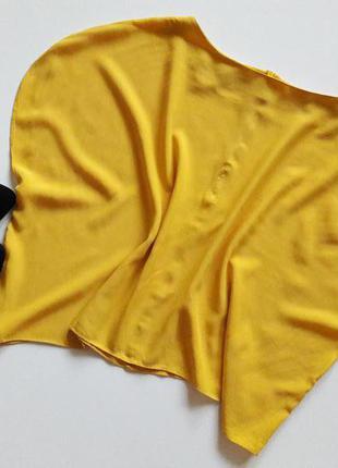 Желтая укороченая блуза.