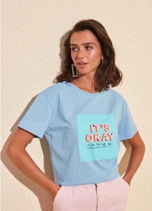 Новая футболка голубая синяя летняя с принтом яркая надпись