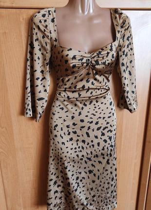 Очень красивое платье вырез сердечком ткань ткань по типу шёлка