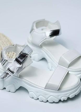 Босоножки шлепанцы эко кожа белый на высокой подошве спортивные сандалии