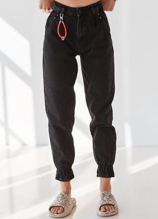 Чорні широкі джинси слоуч з високою посадкою і манжетами на резинці